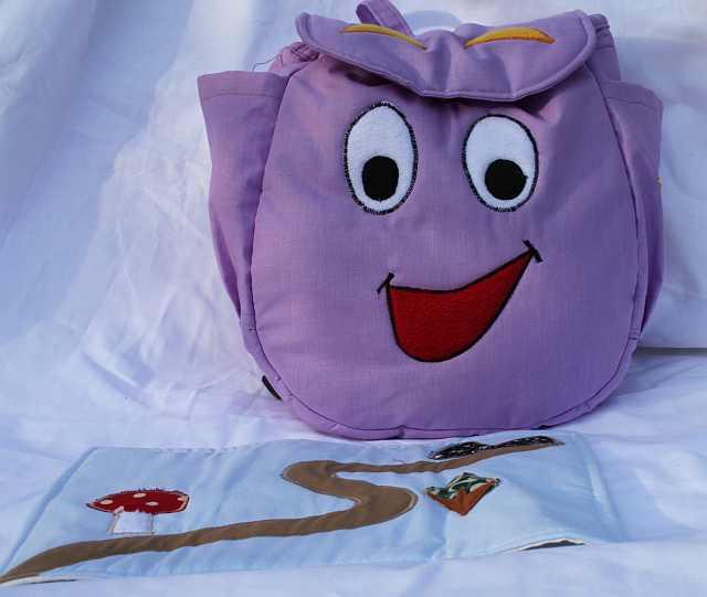 abec882099ba A népszerű meséből elkészítettem Dóra hátizsákját, természetesen a Térkép  sem maradhatott le. Anyaga: pamut, merevítő PE Állítható pánt, belső zseb.